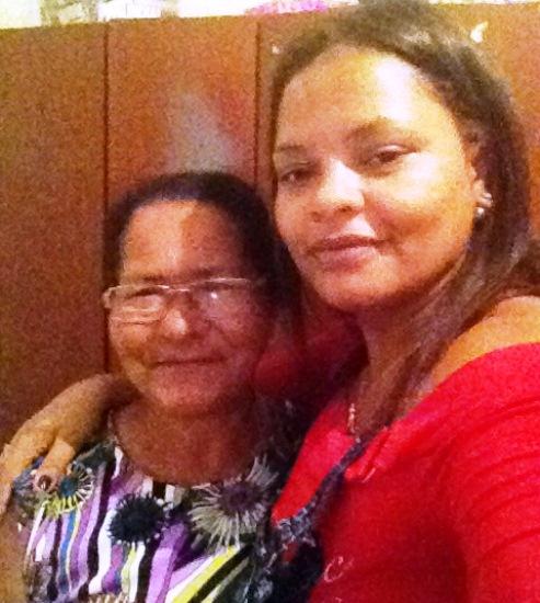 Coiteense Gilmara, residente em Salvador parabeniza sua mãe Milita, 60 anos, que mora em Coité.