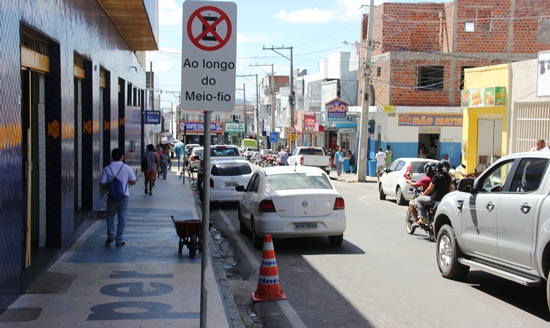 Os motoristas desses veículos não deveriam estacionar nesse espaço.
