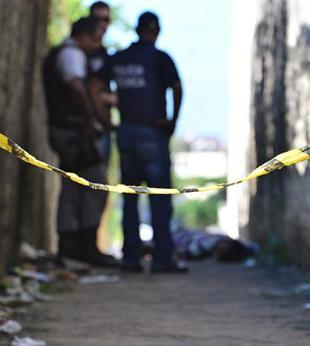 A Polícia não confirma se o crime tem relação com a morte da doméstica.