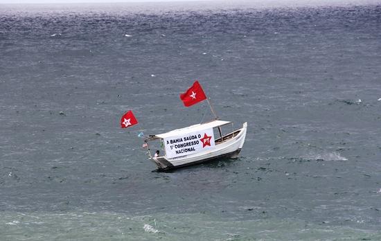 A maré não está muito favorável ao partido, que garante o barco não afundar.