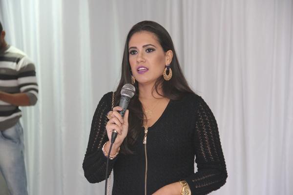 Taila disse para completar as mulheres que sempre utilizou seus produtos faltava a Carmen Steffens.