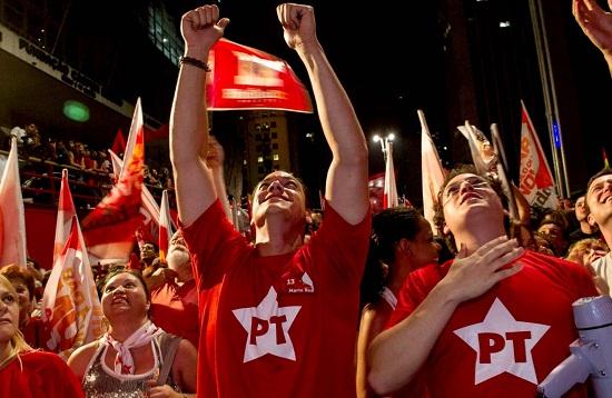 Petistas apresentam documento aos congressistas em Salvador - FOTO Reprodução PT