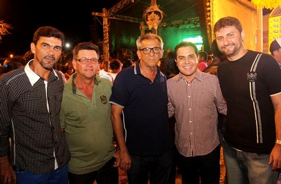 Da esquerda para a direita: vereador de Retirolândia Robson, secretário Municipal Nadinho Ferreira, prefeito Nafitel, deputado Tom Araújo e vice prefeito Izaque Neto.