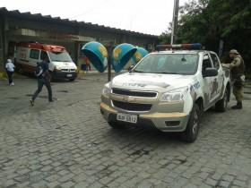 Policias da CAEL em frente ao Clériston Andrade