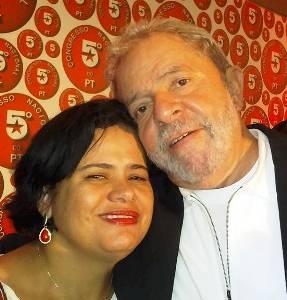 Natural de São Domingos, Elisângela tem grande influência no partido em nível nacional.