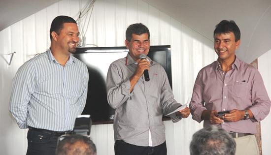 Gika Lopes ao lado de Osni Cardoso e André Curvello