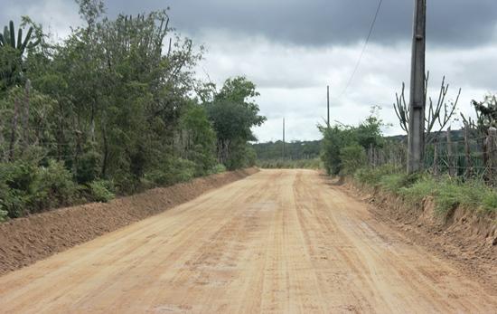 A prefeitura colaborou na melhoria da estrada.