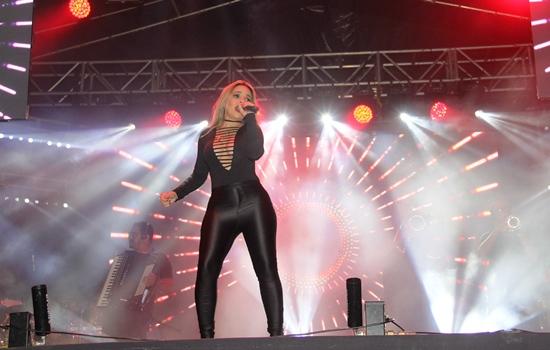 Samaya mostrou talento e sensusalidade. Foto: Raimundo Mascarenhas