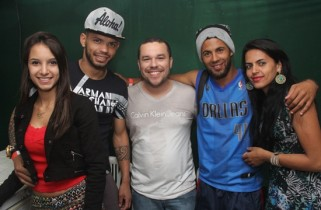 No aniversário da cidade em julho Carlos marcou presença e posou para foto ao lado da namorada Bianca, prefeito Zenonzinho, Leo Xappa e a namorada Sara.