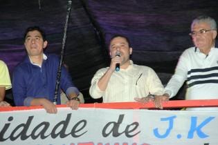 Prefeito Zenonzinho a sua esquerda o secretário de Infraestrutura José Ailton e a direita o vice Roudyllis