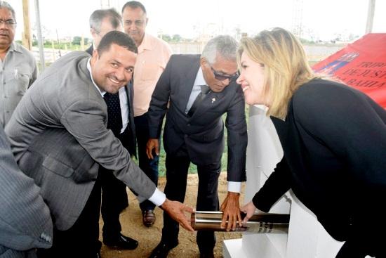Prefeito Osni Cardoso, desembargador Eserval Rocha e juiza da Comarca de Serrinha - Luiza  Elisabeth