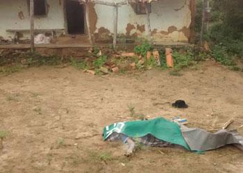 Vítima morreu em frente a sua casa.