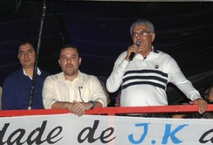 Secretário Zé Ailton comemora o resultado da reunião.