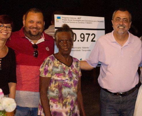 Entrega da placa do Kit com a Vereadora Leninha, Jose Silva, Dona Otavia e Ismael Ferreira