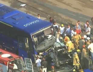 Pelo menos 27 pessoas ficaram feridas.