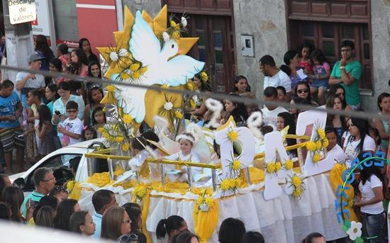 Carro alegórico sempre embelezou os desfiles do Menino Jesus.