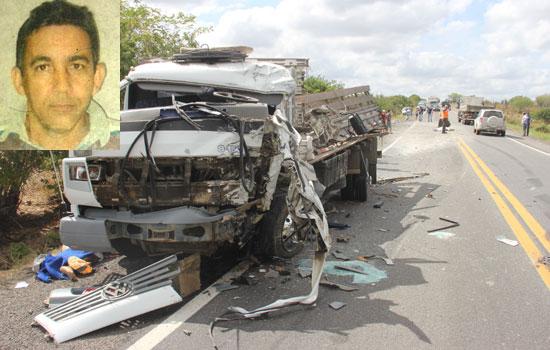 Caminhão seguia para Ponto Novo e foi atingido pela carroceria do outro.