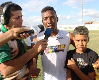 Pim ofereceu os gols ao filho Gabriel aniversariante do dia.