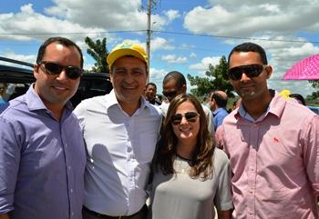 Foto ao lado do governador no ato de inauguração.