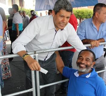 Jeronimo numa demonstração de boa relação com o diretor Teodomiro.
