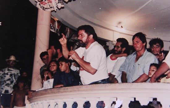 Lula discursando no coreto em Coité em 1993 - Foto: arquivo Raimundo Mascarenhas