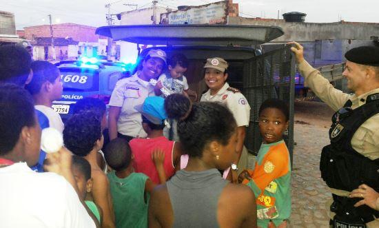 Policia Militar homenagem as crianças -des