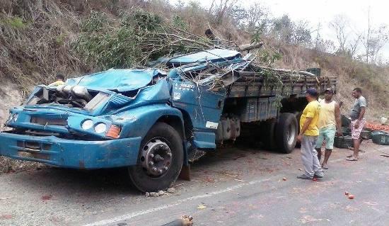 caminhão tomba