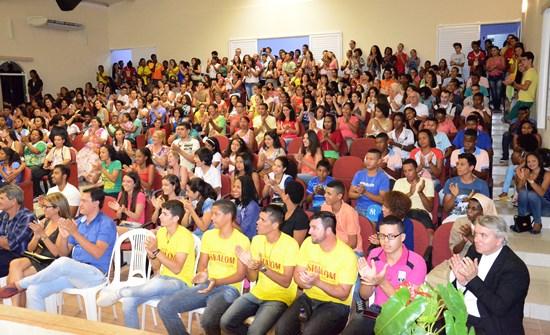 Juventude participou ativamente da reunião com o núncio. Foto: Teones Araújo