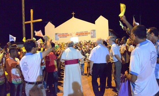 Comunidade de Vertente recebe os bispos. Foto: Teones Araújo