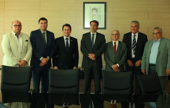 Marcio Oliveira, conhecido Marcinho da CLN (2º da esquerda para a direita comemora a nomeação do seu pai para um cargo de tamanha relevância.