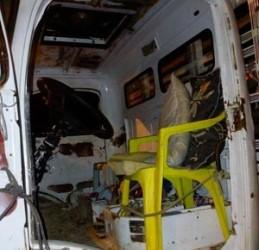 Veículo invadiu uma casa em Santo Antônio de Jesus.