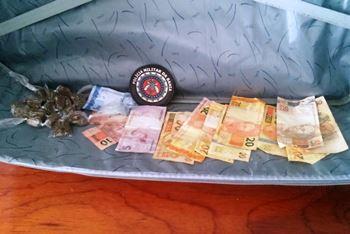 Droga e dinheiro encontrado em poder de Dione.