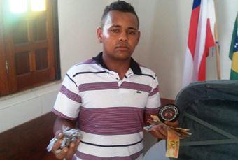 O valor de mais de R$ 300 a Policia não descarta a possibilidade de ter sido para comprar droga.