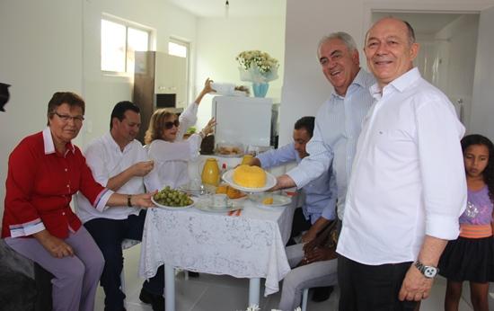 Otto mostra o mais tradicional prato do sertanejo.