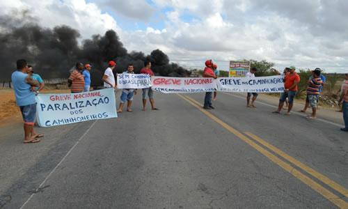 greve dos caminhoneiros em capim grosso.2