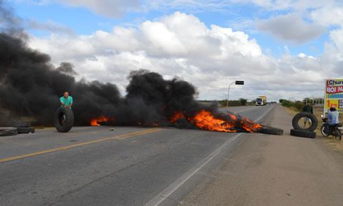greve dos caminhoneiros em capim grosso