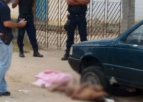Corpo completamente nu foi encontrado no meio da rua.