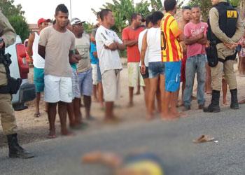 Vítima tentava atravessar a pista quando foi atingida por um Fiat Doblo.
