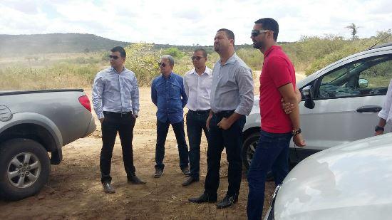 Prefeito Osni Cardoso visitou o terreno junto aos empresários.