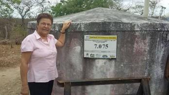 Deputada visitando as comunidades beneficiadas.