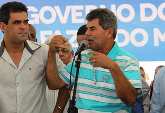 """Gika Lopes o """"Bezerrão"""" disse que ali em F=Gregório tem laços familiares através de sua esposa e está muito feliz pela obra."""