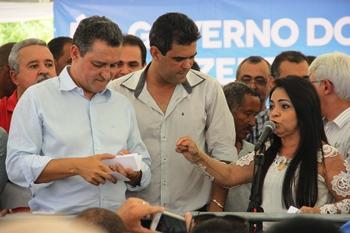 Moema falou da importância da obra, mas tem aproveitado para defender Dilma.