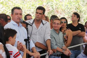 Rui aproveitou para pedi ao prefeito Tarcísio o encaminhamento de um ofício para fazer uma praça no Povoado.