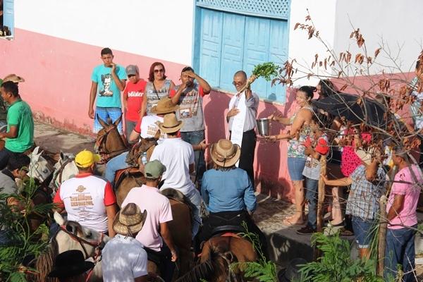 Antes de saírem , os participantes assistiram a celebração a receberam a benção.