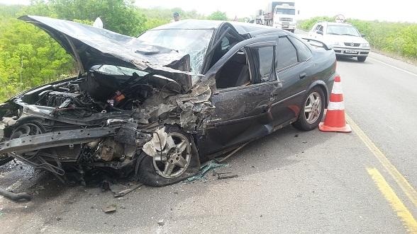 Segundo testemunhas o Vectra provocou o acidente.