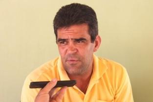 """Prefeito lamentou a estratégia do gestor passado quando chamou os concursados """"no apagar das luzes""""."""