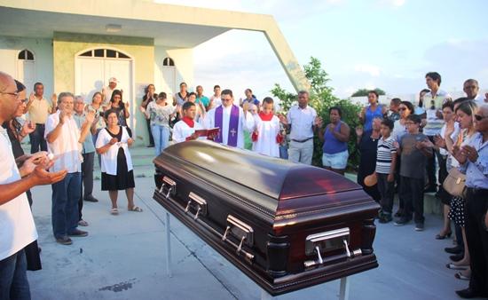 sepultamento do corpo de padre egionor -1
