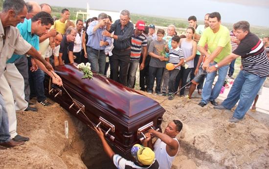 sepultamento do corpo de padre egionor - des