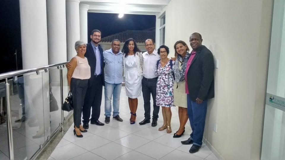 Professor Luizinho, o primeiro da direita para esquerda na foto.