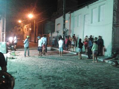 Bando arrombou portões dos fundos. Foto: Augusto Urgente!